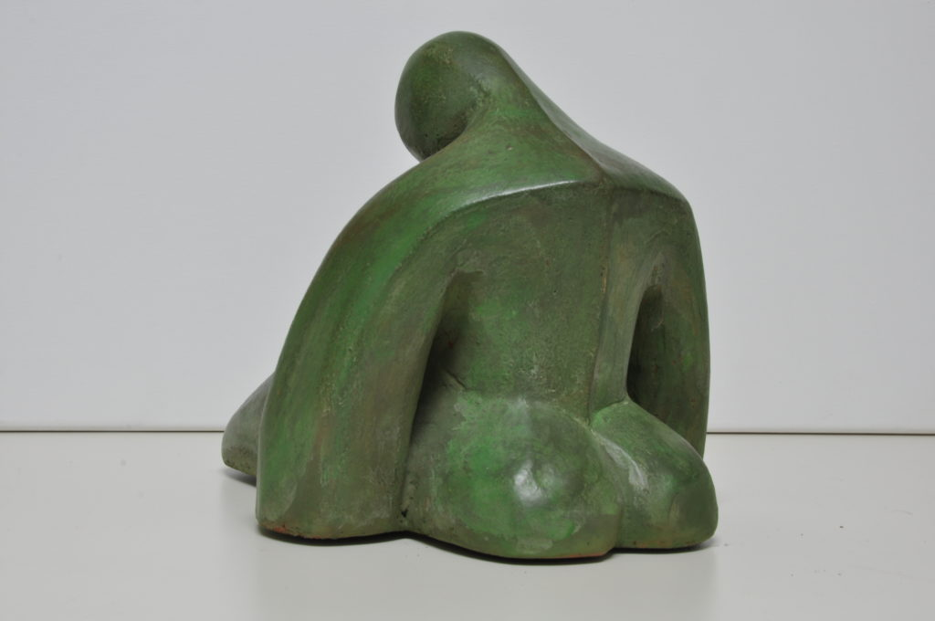 Sit woman/Mujer sentada. Bego Otero.