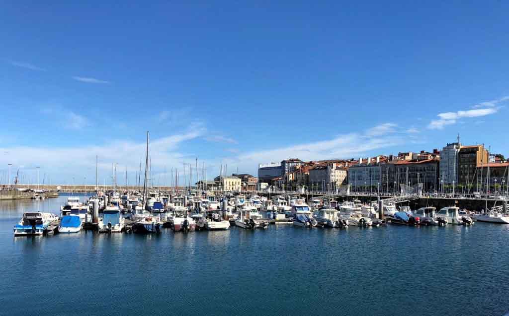 Puerto deportivo de Gijón. Bego Otero biografía